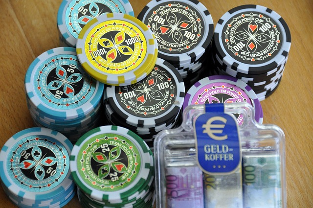 Different types of rewards and bonuses provided by the poker online