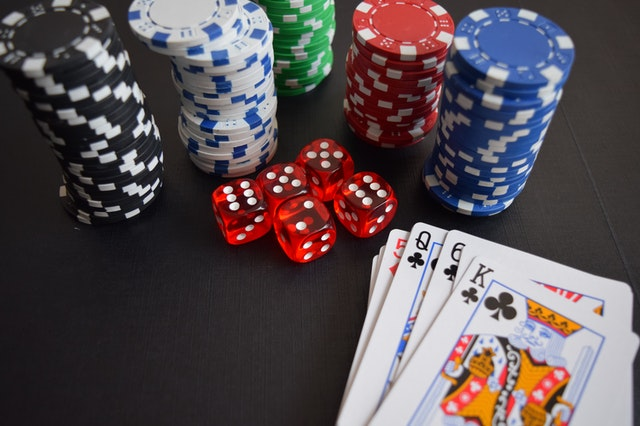 Why The Online Slot Gambling Is So Popular And Some Of Its Benefits?