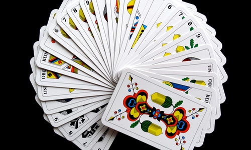 Top-Notch Services Offered By A Suitable Online Gambling Platform